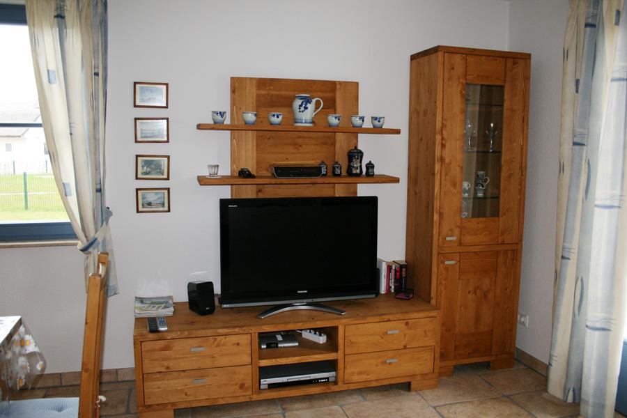 Großer Flachbildfernseher im Ferienhaus auf Rügen